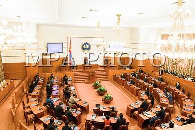 2016 оны дөрөвдүгээр сарын 5. Энэ удаагийн Улсын Их Хурлын бүрэн эрхийн хугацааны сүүлчийн ээлжит чуулган болох Улсын Их Хурлын 2016 оны хаврын ээлжит чуулган өнөөдөр /2016.04.05/ 9 цаг 25 минутад гишүүдийн 52.6 хувийн ирцтэйгээр үйл ажиллагаагаа эхэллээ.    Улсын Их Хурлын хаврын ээлжит чуулганы нээлтэд Монгол Улсын Ерөнхийлөгч Ц.Элбэгдорж болон Засгийн газрын гишүүд, Улсын Их Хурлаас томилогддог болон ажлаа шууд хариуцан тайлагнадаг байгууллагуудын удирдлагууд, мөн улс төрийн намуудын төлөөлөл, гадаад орнуудаас Монгол Улсад суугаа дипломат төлөөлөгчдийн байгууллагын тэргүүн нар оролцов.  Улсын Их Хурлын 2016 оны хаврын ээлжит чуулганыг нээж Улсын Их Хурлын дарга З.Энхболд үг хэллээ. Тэрбээр хэлсэн үгэндээ, УИХ-ын 2016 оны хаврын ээлжит чуулган нь энэ УИХ-ын бүрэн эрхийн сүүлчийн чуулган гэдгээрээ онцлогтойг тэмдэглээд хаврын ээлжит чуулганаар хэлэлцэх асуудлын талаар дурдав. ГЭРЭЛ ЗУРГИЙГ Б.БЯМБА-ОЧИР/MPA