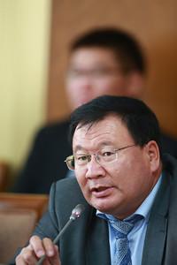 2018 оны тавдугаар сарын 16.  Байгаль орчин, хүнс, хөдөө аж ахуйн байнгын хорооны хуралдаанаар  Монгол Улсын Их Хурлын 2017 оны 81, 82 дугаар тогтоолын биелэлтийн талаархи Хүнс, хөдөө аж ахуй, хөнгөн үйлдвэрийн сайдын мэдээлэл сонслоо.  ГЭРЭЛ ЗУРГИЙГ Б.БЯМБА-ОЧИР/MPA