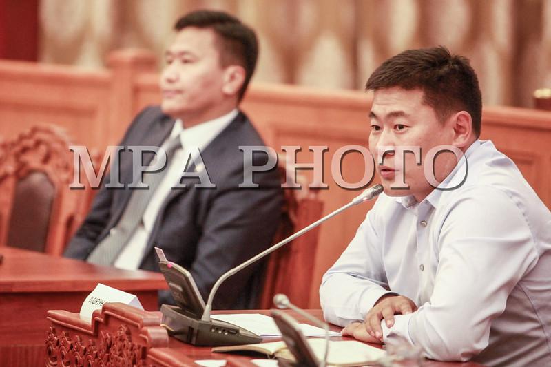 Монгол Улсын Ерөнхийлөгч Авлигын эсрэг хуулийн 21 дүгээр зүйлийн 21.1 дэх хэсэгт заасан бүрэн эрхийнхээ хүрээнд Авлигатай тэмцэх газрын даргаар Хүрэлсүхийн Энхжаргалыг томилуулах саналаа УИХ-д хүргүүлсэн юм. Монгол Улсын Ерөнхийлөгчийн саналыг Монгол Улсын Ерөнхийлөгчийн Хүний эрх, хуулийн бодлогын зөвлөх Ч.Өнөрбаяр нэгдсэн хуралдаанд танилцууллаа.<br /> <br /> <br /> <br /> Хүрэлсүхийн Энхжаргал нь НАХЯамны дэргэдэх Цэргийн дээд сургуулийг хуульч мэргэжлээр, Төрийн захиргаа удирдлагын хөгжлийн институтыг Төрийн удирдлагын менежерээр тус тус дүүргэжээ. Тэрээр Налайх дүүргийн Цагдан сэргийлэх хэлтэст Өмчийн төлөөлөгч, ахлах төлөөлөгч, Эрдэнэт хотын Цагдаагийн хэлтэст Эдийн засгийн ахлах төлөөлөгч, Төв аймгийн Цагдаагийн газрын дэд дарга, дарга, Баянзүрх дүүргийн Цагдаагийн хэлтсийн дарга, Замын цагдаагийн газрын даргаар тус тус томилогдон ажиллаж байсан бөгөөд одоо Цагдаагийн Ерөнхий газрын Мэдээлэл технологийн төвийн даргаар ажиллаж байгаа юм байна.<br /> <br /> Хэлэлцэж буй асуудалтай холбогдуулан УИХ-ын гишүүд асуулт асууж, байр сууриа илэрхийлсэний эцэст нь санал хураалт явуулахад хуралдаанд оролцсон гишүүдийн 88.1 хувь нь дэмжсэнээр Авлигатай тэмцэх газрын даргаар Х.Энхжаргалыг томиллоо хэмээн УИХ-ын Тамгын газрын Хэвлэл мэдээлэл, олон нийттэй харилцах хэлтсээс мэдээллээ.  ГЭРЭЛ ЗУРГИЙГ Б.БЯМБА-ОЧИР/MPA