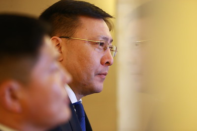 2019 оны хоёрдугаар сарын 15. МАНАН дэглэмийн эмрэг Монгол түмний нэгдлээс төрийн гурван өндөрлөгт шаардлага хүргүүлж буй талаар УИХ-ын нэр бүхий гишүүд мэдээлэл хийлээ. ГЭРЭЛ ЗУРГИЙГ Б.БЯМБА-ОЧИР/MPA