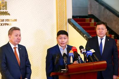 2019 оны хоёрдугаар сарын 15. 2019 оны хоёрдугаар сарын 15. МАНАН дэглэмийн эмрэг Монгол түмний нэгдлээс төрийн гурван өндөрлөгт шаардлага хүргүүлж буй талаар УИХ-ын нэр бүхий гишүүд мэдээлэл хийлээ. ГЭРЭЛ ЗУРГИЙГ Б.БЯМБА-ОЧИР/MPA