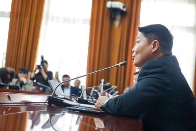 2019 оны дөрөвдүгээр сарын 15. УИХ-ын гишүүн Т.Аюурсайхан нар Улсын ерөнхий прокурорын орлогчийн томилгоотой холбогдуулж нээлттэй хэлэлцүүлэг хийлээ. ГЭРЭЛ ЗУРГИЙГ Г.БАЗАРРАГЧАА /MPA