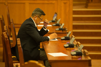 2019 оны есдүгээр сарын 30.  УИХ-ын ээлжит бус чуулганы хуралдаан эхэллээ. Хуралдааны эхэнд ҮХЦ-ийн IV дүгнэлтийг хэлэлцэж байна. ҮХЦ-ийн гишүүн н.Буяндэлгэр цэцийн дүгнэлтийг танилцуулав. Монгол Улсын Засаг захиргаа, нутаг дэвсгэрийн тухай хуулийн холбогдох заалтыг зөрчсөн эсэхийг ҮХЦ хэлэлцэн, дүгнэлт гаргасан байна. Нутгийн өөрөө удирдах байгууллагын  эрх хэмжээний асуудлыг дээд шатны байгууллага тодорхойлж үл болно гэсэн заалтыг зөрчөөгүй гэж ҮХЦ үзсэн байна. Хэлэлцэж байгаа асуудалтай холбогдуулан асуулт тавьж, үг хэлэх гишүүн байсангүй. Тиймээс УИХ ҮХЦ-ийн дүгнэлтийг сонссоныг УИХ-ын дарга онцоллоо.     Дараагаар нь УИХ-ын чуулганы ээлжит бус чуулганыг хааж үг хэллээ.  ГЭРЭЛ ЗУРГИЙГ Б.БЯМБА-ОЧИР/MPA