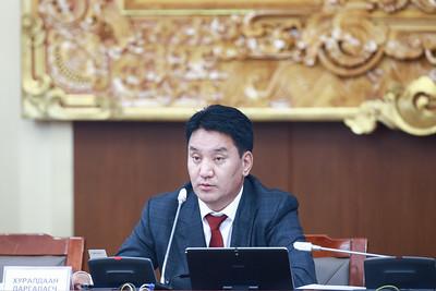 """2020 оны наймдугаар сарын 28. Монгол Улсын Засгийн газрын 2020-2024 оны үйл ажиллагааны хөтөлбөр батлах тухай"""" Улсын Их Хурлын тогтоолын төслийг санал хураалтад оролцсон 61 гишүүний 73.8 хувийн саналаар баталлаа. ГЭРЭЛ ЗУРГИЙГ Б.БЯМБА-ОЧИР/MPA"""
