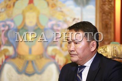 2017  оны аравдугаар сарын 04. Монгол Улсын Ерөнхийлөгч Х.Баттулга шинээр томилогдсон Ерөнхий сайд У.Хүрэлсүхийг хүлээн авч уулзлаа.  ГЭРЭЛ ЗУРГИЙГ Б.БЯМБА-ОЧИР/MPA