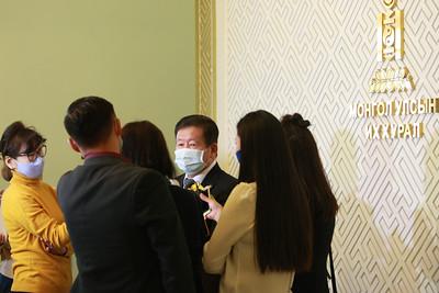 2020 оны дөрөвдүгээр сарын 01. Ерөнхийлөгч Х.Баттулга УИХ-ын сонгуулийг хойшлуулах санал гаргасантайгаар УИХ-ын гишүүд байр сууриа илэрхийллээ. ГЭРЭЛ ЗУРГИЙГ Д.ЗАНДАНБАТ/MPA
