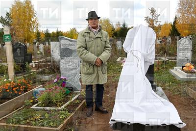 11.10.2018 - Установка надгробного памятника Нажие Теркуловой. деревня Киндери (фото Салават Камалетдинов)