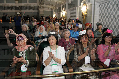 14.04.2017 -  Пленарное заседание форума татарских женщин (Фото: Александр Эшкинин/ИА Татар-