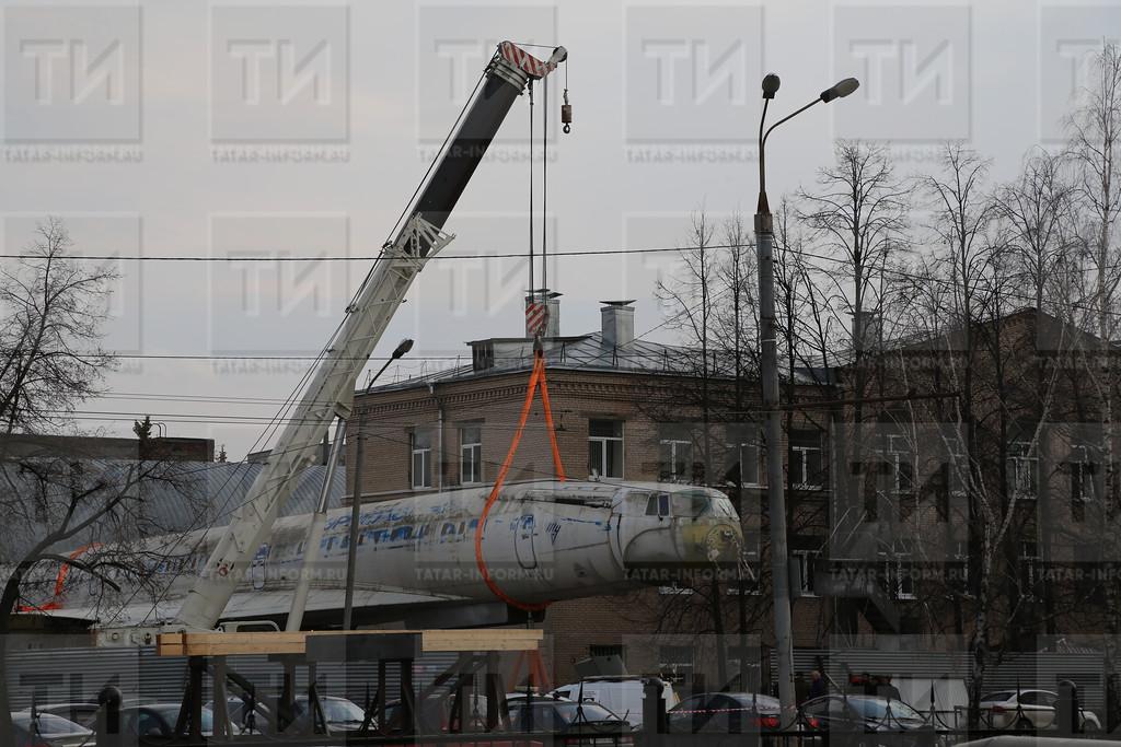 14.04.2017 Самолет Ту-144 готовят к перевозке к зданию КНИТУ-КАИ на Четаева фото Рамиля Гали