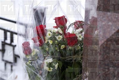 17.01.2018  - Возложение цветов к памятнику Аяза Гилязова  (фото Салават Камалетдинов)