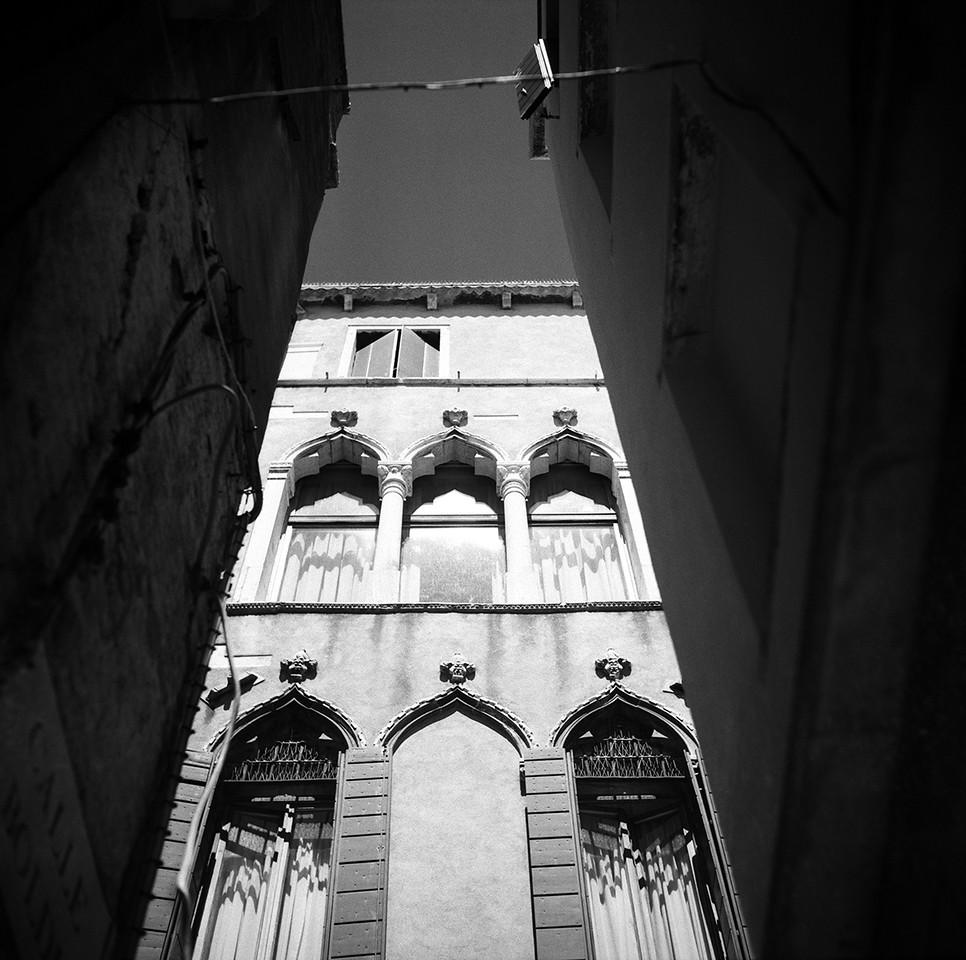 20  Palazzo in between
