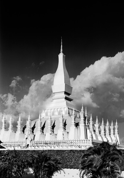 17  clouds behind the temple
