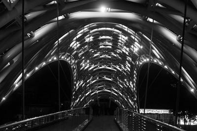Мост Мира, творение французского архитектора по заказу Саакашвили.