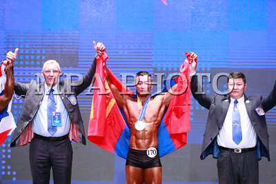 """2017  оны аравдугаар сарын 07. Монголд анх удаа Сонирхогчдын Бодибилдинг, фитнессийн Дэлхийн аварга шалгаруулах 9 дэх удаагийн тэмцээн болж байна.  ДАШТ-нд 40 орны 400 гаруй тамирчин, 100 гаруй албан төлөөлөгч, шүүгч, зохион байгуулах баг бүрэлдэхүүн, сурвалжлагч нар зэрэг 600 гаруй хүн оролцож байна. Тамирчид залуучууд, насанд хүрэгчид, ахмад насны 42 ангиллаар өрсөлдөж, аваргуудыг тодруулах бөгөөд эрэгтэй, эмэгтэй фитнес, бодибилдинг модель, Үнэмлэхүй аварга буюу """"Mr.Universe 2017"""" шалгаруулах юм. Монгол Улс зохион байгуулагчийн давуу эрхийн хүрээнд нэг төрөл ангилалд дөрөв хүртэл тамирчин өрсөлдүүлэх боломжтой. Энэ удаагийн ДАШТ-нд нийт 64 тамирчин манай улсаас оролцож байна. Өмнө нь гавьяат тамирчин, Монголын мистeр Ж.Нурлан, ОУХМ Г.Угалзцэцэг нар ДАШТ-ийн алтан мeдалийг эх орондоо авчирч байсан түүхтэй.  ГЭРЭЛ ЗУРГИЙГ Б.БЯМБА-ОЧИР/MPA"""