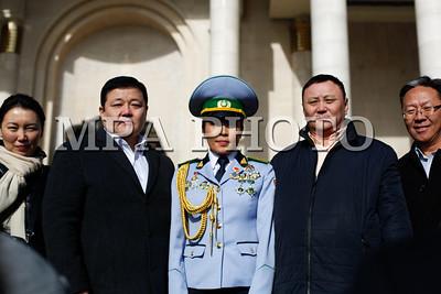 """2017 оны Арваннэгдүгээр сарын 01.Монгол Улсын Ерөнхийлөгч Х.Баттулга зарлиг гаргаж Үндэсний шигшээ багийн тамирчин Доржсүрэнгийн Сумъяад Монгол Улсын Хөдөлмөрийн баатар, Ганбаатарын Одбаярт Монгол Улсын гавьяат тамирчин цол хүртээж өнөөдөр шагналыг гардуулан өгөв.  Үндэсний шигшээ багийн тамирчин Доржсүрэнгийн Сумъяаг Монгол Улсын Хөдөлмөрийн баатар цолоор шагнах тухай Ерөнхийлөгчийн зарлигт """"Тулгар төрийн 2226 жил, Их Монгол Улс байгуулагдсаны 811 жил, Үндэсний эрх чөлөө, тусгаар тогтнолоо сэргээн мандуулсны 106 жил, Ардын хувьсгалын 96 жил, Нийслэл хот байгуулагдсаны 378 жилийн ойг тус тус тохиолдуулан Олимпийн төрлийн спорт болох жудо бөхийн спортоор гарамгай амжилт гаргаж, монгол хүний эрдэм ухаан, тэвчээр хатуужлын гайхамшгийг үзүүлэн эх орныхоо нэрийг дэлхий дахинаа дуурсгаж эх оронч үзлийг залуу үед үлгэрлэсэн гавьяа зүтгэлийг нь өндрөөр үнэлж, жудо бөхийн төрлөөр 2016 онд Холбооны Бүгд Найрамдах Бразил Улсын Рио де-Жанейро хотод болсон Зуны олимпийн ХХХI наадмын мөнгө, 2017 онд Унгар Улсын Будапешт хотод болсон ДАШТ-ний алт, 2015 онд Бүгд Найрамдах Казахстан Улсын Астана хотод болсон ДАШТ-ний хүрэл, 2014 оны ОХУ-ын Челябинск хотод болсон багийн ДАШТ-ний мөнгө, 2015 оны БНСУ-ын Гванжу хотод болсон Дэлхийн Оюутны их наадмын алт, 2016 онд Бүгд Найрамдах Узбекстан Улсын Ташкент хотод болсон Ази тивийн аварга шалгаруулах тэмцээний алтан медальт, Самбо бөхийн 2012, 2013, 2014 оны ДАШТ-ний 3 удаагийн аварга, Үндэсний шигшээ багийн тамирчин Доржсүрэнгийн Сумъяад Монгол Улсын Хөдөлмөрийн баатар цол хүртээж, Хөдөлмөрийн баатрын """"Алтан соёмбо"""" тэмдэг, Сүхбаатрын одонгоор шагнасугай"""" гэсэн байна.Мөн Олимпийн төрлийн спорт болох жудо бөхийн спортоор гарамгай амжилт гаргаж, эх орныхоо нэрийг тив, дэлхийд дуурсган Олон Улсын Жудо бөхийн холбооны дэлхийн чансаанд 3 дугаарт эрэмбэлэгдэн, 2017 оны жудо бөхийн насанд хүрэгчдийн ДАШТ-ний хүрэл медаль, жудо бөхийн дэлхийн цомын алт, мөнгө, хүрэл медаль, Олон Улсын Жудо бөхийн холбооны Их дуулга Гран при тэмцээний алт, мөнгө, хүр"""