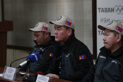 """2018 оны арванхоёрдугаар сарын 24. Монголын тамирчид авто спортын холбооноос """"Дакар ралли"""" уралдааны талаар мэдээлэл хийлээ. ГЭРЭЛ ЗУРГИЙГ Г. ӨНӨБОЛД/ МРА"""