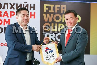 2018 оны гуравдугаар сарын 26.   Монголын хөлбөмбөгийн холбооноос мэдээлэл хийлээ.  ГЭРЭЛ ЗУРГИЙГ Б.БЯМБА-ОЧИР/MPA