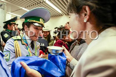 Олимпийн мөнгөн медальт Д.Сумъяа эх орондоо ирлээ