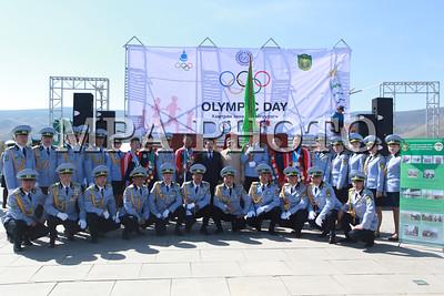 """2016 оны тавдугаар сарын 20. Хил хамгаалах байгууллага, Олимпын хороотой хамтран олимпыг сурталчлах зорилгоор """"Олимпын бамбар дархан хилд"""" аяныг өрнүүлж, хоёр жилийн хугацаанд Монгол Улсын хилийг амжилттай тойрсон билээ. Тус бамбарыг Олимпын хороонд хүлээлгэн өгөх арга хэмжээ боллоо.   ГЭРЭЛ ЗУРГИЙГ Б.БЯМБА-ОЧИР/MPA"""