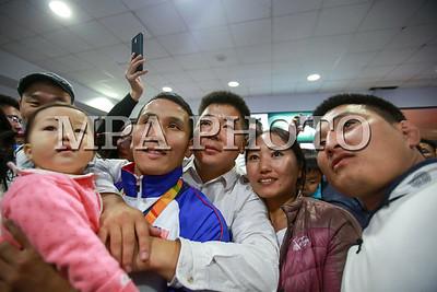 2016 оны наймдугаар сарын 23.  Монгол Улсын Паралимпийн шигшээ баг 2000 оноос хойш таван Паралимп дараалан амжилттай оролцож байгаа билээ. Бразилийн Рио де Жанейро хотноо болсон паралимпийн XV наадамд амжилттай оролцсон манай улсын баг тамирчид өнөөдөр хүрэлцэн ирлээ.  ГЭРЭЛ ЗУРГИЙГ Б.БЯМБА-ОЧИР/MPA