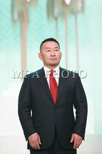 2017  оны наймдугаар сарын 02. Монгол Улсын Ерөнхийлөгч Халтмаагийн Баттулга Үндэсний шигшээ багийн тамирчин Соронзонболдын Батцэцэгт Монгол Улсын Хөдөлмөрийн баатар цол хүртээлээ.  Тулгар төрийн 2226, Их Монгол Улсын 811, Үндэсний эрх чөлөө, тусгаар тогтнолоо сэргээн мандуулсны 106 жил, Ардын хувьсгалын 96 жилийн ойг тус тус тохиолдуулан Монгол Улсын Бөхийн чөлөөт барилдааны түүхэнд шинэ хуудас нээж, монгол хүний эрдэм ухаан, тэвчээр хатуужлын гайхамшгийг үзүүлэн, эх орныхоо нэрийг сайнаар дуурсгасан гавьяа зүтгэлийг нь үнэлэн Зуны олимпийн наадмын хүрэл медальт, Бөхийн чөлөөт барилдааны Дэлхийн хошой аварга, Үндэсний шигшээ багийн тамирчин Соронзонболдын Батцэцэгт Монгол Улсын Хөдөлмөрийн баатар цол хүртээж, Хөдөлмөрийн баатарын Алтан соёмбо тэмдэг, Сүхбаатарын одонгоор ийнхүү шагналаа. ГЭРЭЛ ЗУРГИЙГ Б.БЯМБА-ОЧИР/MPA