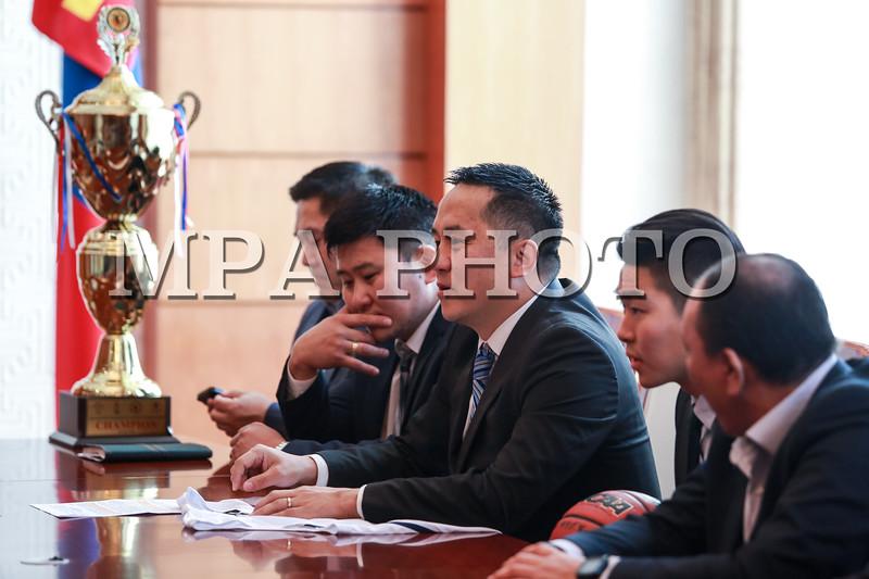 Ерөнхийлөгч Ц.Элбэгдорж сагсан бөмбөгийн Азийн оюутны аварга шигшээ багийн тамирчдыг хүлээн авч уулзав
