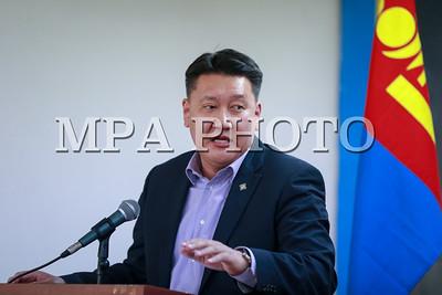 """2017 оны хоёрдугаар сарын 15.  """"Саппоро-2017"""" Азийн өвлийн VIII наадамд оролцох Монгол улсын баг тамирчдыг үдэн гаргах ёслол боллоо.   ГЭРЭЛ ЗУРГИЙГ Б.БЯМБА-ОЧИР/MPA"""