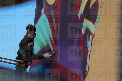 Россия. КАЗАНЬ. 29.06.2018 - В Казани рисуют граффити с изображением Лионеля Месси (фото: Ильнар Тухбатов/ ИА Татар-Информ)