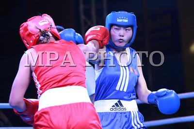 """2016 оны Аравдугаар сарын 18. Хөх булангаас 54 кг жинд тулалдсан Даваасүрэнгийн Шинэцэцэг эхний ялалтаа авлаа. Олон улсын сонирхогчдын боксын холбооны /AIBA/ 2016 оны """"Чингис хаан-Улаанбаатарын цом"""" олон улсын тэмцээн эхэллээ. Энэ удаагийн цомын тэмцээнд ОХУ, БНХАУ, Узбекстан, Сингапур, Унгар болон Монголын боксчид эрэгтэй 8, эмэгтэй 4 жинд өрсөлдөнө.  ГЭРЭЛ ЗУРГИЙГ Б.БЯМБА-ОЧИР/MPA"""