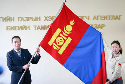 2018 оны зургаадугаар сарын 13. Монгол Улсын гавьяат тамирчин, Б.Гангаамаа К2 уулын авиралтаа эхлүүлэх гэж байгаатай холбогдуулан төрийн далбаа гардууллаа. ГЭРЭЛ ЗУРГИЙГ Г.ӨНӨБОЛД /МРА