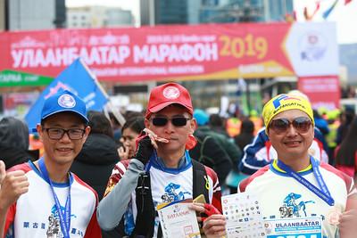 """2019 оны тавдугаар сарын 18 .  Жил бүрийн тавдугаар сарын гурав дахь долоо хоногийн бямба гарагт """"Автомашингүй өдөр"""" зохион байгуулж, энэ үеэр """"Улаанбаатар марафон"""" олон улсын гүйлтийн тэмцээн боллоо.    ГЭРЭЛ ЗУРГИЙГ Б.БЯМБА-ОЧИР/MPA"""