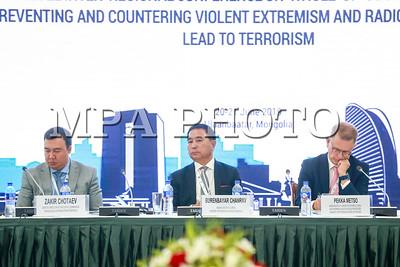 """2019 оны зургаадугаар сарын 19.  """"Терроризмд турхирч буй хүчирхийлэл дагуулсан экстремизм, радикалчлалаас урьдчилан сэргийлэх, тэмцэхэд нийгмийг хандуулах"""" сэдэвт дээд хэмжээний бүс нутгийн бага хурал боллоо.  ГЭРЭЛ ЗУРГИЙГ Б.БЯМБА-ОЧИР/MPA"""