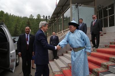 Монгол Улсын Ерөнхийлөгчид АНУ-ын Төрийн нарийн бичгийн дарга бараалхав