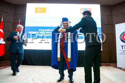 2018 оны дөрөвдүгээр сарын 06.  Монгол Улсын Ерөнхий сайд У.Хүрэлсүхийн урилгаар Бүгд Найрамдах Турк Улсын Ерөнхий сайд Бинали Йылдырым Монгол Улсад албан ёсны айлчлал хийж байна. Бүгд Найрамдах Турк Улсын Ерөнхий сайд Бинали Йылдырымыг удирдлагын академын хүндэт доктор цол гардууллаа.  ГЭРЭЛ ЗУРГИЙГ Б.БЯМБА-ОЧИР/MPA