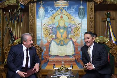 2019 оны долдугаар сарын 29. УИХ-ын дарга Г.Занданшатарын урилгаар Бүгд Найрамдах Турк Улс /БНТУ/-ын Үндэсний их хурлын дарга Мустафа Шентоп тэргүүтэй төлөөлөгчид энэ сарын 29-31-нд Монгол Улсад албан ёсоор айлчилж байна.     Айлчлалын үеэр,  БНТУ-ын Үндэсний их хурлын дарга Мустафа Шентоп Монгол Улсын Ерөнхийлөгч Халтмаагийн Баттулгад бараалахлаа.           Хоёр улсын харилцаа, парламент хоорондын хамтын ажиллагааг өргөжүүлэн хөгжүүлэхэд түлхэц үзүүлэх энэхүү айлчлал нь хоёр улсын хооронд дипломат харилцаа тогтоосны 50 жилийн ойн хүрээнд болж буйгаараа онцлог юм гэж УИХ-ын Хэвлэл мэдээлэл, олон нийттэй харилцах хэлтэс мэдээлэв.   ГЭРЭЛ ЗУРГИЙГ Б.БЯМБА-ОЧИР/MPA