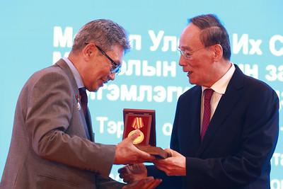 2019 оны долдугаар сарын 10. Монгол Улс, БНХАУ-ын хооронд дипломат харилцаа тогтоосны 70 жилийн ой тохиож байна.  Ойн хүрээнд Монгол Улсын Ерөнхий сайд У.Хүрэлсүхийн урилгаар БНХАУ-ын Дэд дарга Ван Чишань манай улсад айлчилж байна.   Түүний айлчлал 2019 оны долоодугаар сарын 10-12-ны өдрүүдэд үргэлжлэх юм. ГЭРЭЛ ЗУРГИЙГ Б.БЯМБА-ОЧИР/MPA
