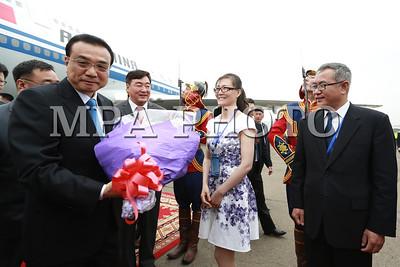 2016 оны долдоодугаар сарын 14. 2016 оны долоодугаар сарын 14. Монгол Улсын Ерөнхий сайд Ж.Эрдэнэбатын урилгаар БНХАУ-ын Төрийн зөвлөлийн Ерөнхий сайд Ли Көцян 2016 оны 7 дугаар сарын 13-14-ний өдрүүдэд Монгол Улсад албан ёсны айлчлал хийж байна.  БНХАУ-ын Төрийн зөвлөлийн Ерөнхий сайд Ли Көцяны айлчлал хоёр орны Иж стратегийн түншлэлийн харилцааг гүнзгийрүүлэн хөгжүүлэх, өндөр дээд түвшний харилцан айлчлалын давтамжийг хадгалах, эдийн засгийн бодит хамтын ажиллагааг урагшлуулах, шинэ агуулга хэлбэрээр баяжуулан хөгжүүлэхэд чухал ач холбогдолтой юм.  Айлчлалын үеэр Монгол Улсын Ерөнхий сайд Ж.Эрдэнэбат Төрийн зөвлөлийн Ерөнхий сайд Ли Көцянтай албан ёсны хэлэлцээ хийлээ. Монгол Улсын Ц.Элбэгдорж, Монгол Улсын Их Хурлын дарга М.Энхболдод Ерөнхий сайд Ли Көцян бараалхана.  7 дугаар сарын 15-16-ны өдрүүдэд Ерөнхий сайд Ли Көцян албан ёсны айлчлалын дараа АСЕМ-ын дээд түвшний 11 дэх удаагийн уулзалтад оролцоно. ГЭРЭЛ ЗУРГИЙГ Б.БЯМБА-ОЧИР/MPAГЭРЭЛ ЗУРГИЙГ Б.БЯМБА-ОЧИР/MPA
