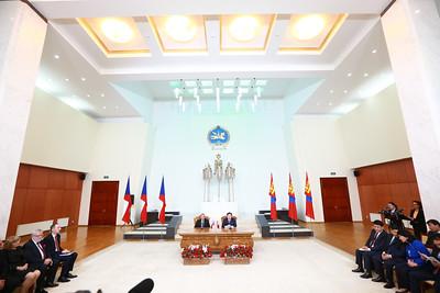 2019 оны есдүгээр сарын 30.  Монгол Улсын Их Хурлын дарга Г.Занданшатарын урилгаар Бүгд Найрамдах Чех Улсын Парламентын Сенатын танхимын Ерөнхийлөгч Ярослав Кубера тэргүүтэй төлөөлөгчид 2019 оны 09 дүгээр сарын 29-нөөс 10 дугаар сарын 02-ны өдрүүдэд Монгол Улсад албан ёсны айлчлал хийж байна.      Айлчлалын үеэр Монгол Улсын Их Хурлын дарга Г.Занданшатар, Бүгд Найрамдах Чех Улсын Парламентын Сенатын танхимын Ерөнхийлөгч Ярослав Кубера нар албан ёсны хэлэлцээ хийж, хоёр талын харилцаа, парламент хоорондын хамтын ажиллагааны болон харилцан сонирхсон бусад асуудлаар санал солилцов. Айлчлалын хүрээнд Бүгд Найрамдах Чех Улсын Парламентын Сенатын танхимын Ерөнхийлөгч Ярослав Кубера Монгол Улсын Ерөнхийлөгч Х.Баттулгад бараалхах юм.        Мөн тэрбээр Монгол Худалдаа аж үйлдвэрийн танхим болон Бүгд Найрамдах Чех Улсын Элчин сайдын яамны хамтран зохион байгуулж буй бизнес форумд оролцож, шинэ нисэх буудлын үйл ажиллагаатай танилцах юм байна.      Монгол Улс Бүгд Найрамдах Чех Улстай 1993 оны 01 дүгээр сарын 01-ний өдөр дипломат харилцаа тогтоосон юм. ГЭРЭЛ ЗУРГИЙГ Б.БЯМБА-ОЧИР/MPA