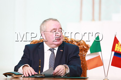 2018 оны дөрөвдүгээр сарын 30.  Монгол Улсын Их Хурлын дарга М.Энхболд, Ирланд Улсын Парламентын Доод танхимын дарга Шон О'Фарел нар өнөөдөр (2018.04.30) Монгол Улсын Их Хурал, Ирланд Улсын Ойрэактас (парламент)-ын Дайл Эйрэанн (Төлөөлөгчдийн танхим) хоорондын хамтын ажиллагааны санамж бичигт гарын үсэг зурав.        Ийнхүү парламент хоорондын харилцан ойлголцлын санамж бичигт гарын үсэг зурснаар талууд хууль тогтоох байгууллага хоорондын хамтын ажиллагааг идэвхжүүлэн хөгжүүлэх болон холбогдох бүхий л салбарын харилцааг тогтвортой хөгжүүлэх чиглэлд хамтран ажиллах замаар хоёр орны найрсаг харилцааг улам бэхжүүлэх нөхцлийг бүрдүүлж байгаагаараа ач холбогдолтой. Түүнчлэн олон улс, бүс нутгийн асуудлаар үзэл бодол, байр сууриа харилцан солилцох үүднээс хоёр талын уулзалтуудыг олон улс, бүс нутгийн аливаа арга хэмжээний үеэр зохион байгуулах болон олон улсын тавцанд харилцан бие биенээ дэмжих чиглэлээр ажиллахын нотолгоо болох юм.         Энэхүү арга хэмжээнд Улсын Их Хурлын гишүүн, Улсын Их Хурал дахь Монгол-Европын Парламенттай харилцах бүлгийн дарга Н.Оюундарь, Улсын Их Хурлын гишүүн, Улсын Их Хурал дахь Монгол-Европын Парламенттай харилцах бүлгийн дэд дарга Г.Тэмүүлэн, Ирланд Улсаас Монгол Улсад хавсран суугаа Элчин сайд Оуэн О'Лири болон албаны бусад хүмүүс байлцав.        Үүний дараа Ирланд Улсын Парламентын Доод танхимын дарга Шон О'Фарел тэргүүтэй төлөөлөгчид Монгол Улсын Их Хурлын чуулганы нэгдсэн хуралдааны танхимд зочиллоо  хэмээн Улсын Их Хурлын Хэвлэл мэдээлэл, олон нийттэй харилцах хэлтсээс мэдээлэв. ГЭРЭЛ ЗУРГИЙГ Б.БЯМБА-ОЧИР/MPA