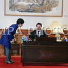 """2016 оны тавдугаар сарын 20. Бүгд Найрамдах Солонгос Улсын Ерөнхийлөгч Пак Гын Хэ-гийн урилгаар  албан ёсны айлчлал хийж байгаа Монгол Улсын Ерөнхийлөгч Цахиагийн<br /> <br /> Элбэгдоржийг БНСУ-ын Ерөнхийлөгч Пак Гын Хэ албан ёсоор угтах ёслол  боллоо.<br /> <br /> Монгол Улсын Ерөнхийлөгч """"Хөх ордон""""-д хүрэлцэн  ирэхэд БНСУ-ын Ерөнхийлөгч угтан авч мэндчиллээ. Хүндэт харуул жагсаж, харуулын дарга мэндчилсэний дараа хоёр орны төрийн дуулал эгшиглэв.<br /> <br /> Монгол Улсын Ерөнхийлөгч Цахиагийн Элбэгдоржийг хоёр орны далбаа барьсан хүүхдүүд Монголоор мэндчилэн угтаж баяр хүргэв.<br /> <br /> Ерөнхийлөгч Ц.Элбэгдорж Хүндэт зочны дэвтэрт гарын үсэг зурж, дурсгалын зураг авахууллаа.  <br /> <br /> Угтах ёслолд Монголын талаас Монгол Улсын Гадаад хэргийн сайд Лүндэгийн Пүрэвсүрэн, Монгол Улсаас Бүгд Найрамдах Солонгос Улсад суугаа Онц бөгөөд Бүрэн эрхт Элчин сайд Баасанжавын Ганболд , Нийслэлийн Засаг дарга бөгөөд Улаанбаатар хотын захирагч Эрдэнийн Бат-үүл болон албаны хүмүүс БНСУ-н талаас Шадар сайд бөгөөд Стратеги, сангийн сайд Ю Иль Хо, Гадаад хэргийн сайд Юн Бён Сэ, Засаг захиргааны сайд Хун Юн Шиг, Соёл, спорт, аялал жуулчлалын сайд Ким Жун Дог, Аж үйлдвэр, Худалдаа, эрчим хүчний сайд Жу Хён Хван, Газар, дэд бүтэц, тээврийн сайд Кан Ху Ин, Ерөнхийлөгчийн тамгын газрын дарга Ли Вон Жун болон албаны хүмүүс байлцав.<br /> <br /> Угтах ёслолын дараа Монгол Улсын Ерөнхийлөгч Цахиагийн Элбэгдорж БНСУ-ын Ерөнхийлөгч Пак Гын Хэ нар албан ёсны хэлэлцээ хийж,  Монгол, Солонгосын хамтын ажиллагааны баримт бичигт гарын үсэг зурах ёслолд оролцлоо.<br /> <br /> Ёслолын үйл ажиллагааны дараа Монгол Улсын Ерөнхийлөгч Цахиагийн Элбэгдоржийг хүндэтгэн БНСУ-Ерөнхийлөгч Пак Гын Хэ үдийн зоог барилаа. <br /> <br /> ГЭРЭЛ ЗУРГИЙГ Б.БЯМБА-ОЧИР/MPA"""