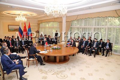 Си Зиньпин: Гурван талын хамтын ажиллагааны нааштай хандлагад сэтгэл хангалуун байна