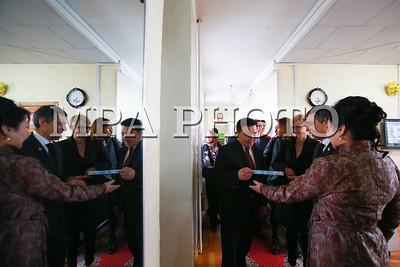 2018 оны дөрөвдүгээр сарын 05. 2018 оны дөрөвдүгээр сарын 05. Гадаад харилцааны сайд Д.Цогтбаатарын урилгаар Монгол Улсад албан ёсны айлчлал хийхээр Швейцарын Холбооны Улсын Гадаад хэргийн сайд Игнацио Кассис өнөөдөр Улаанбаатарт хүрэлцэн ирлээ.    Швейцарын Холбооны Улсаас Гадаад хэргийн сайдын түвшинд хийж буй анхны айлчлал маргааш эхлэх бөгөөд тэрээр Гадаад харилцааны сайд Д.Цогтбаатартай хэлэлцээ хийж хоёр талын харилцаа, хамтын ажиллагаа, бүс нутгийн аюулгүй байдлын асуудлаар санал солилцон хамтын ажиллагааны зарим баримт бичигт гарын үсэг зурна.  Айлчлалын хүрээнд Гадаад хэргийн сайд И.Кассис Монгол Улсын Ерөнхийлөгч Х.Баттулгад бараалхаж, УИХ дахь Монгол, Швейцарын парламентын бүлгийн гишүүд, Сангийн сайд Ч.Хүрэлбаатар нартай тус тус уулзан хоёр талын харилцааны асуудлаар ярилцаж, Швейцарын хөгжлийн хамтын ажиллагааны зарим төсөлтэй танилцана. ГЭРЭЛ ЗУРГИЙГ Б.БЯМБА-ОЧИР/MPA