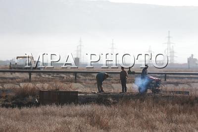 2017 оны аравдугаар сарын 24. Монгол Улсын Ерөнхий сайд У.Хүрэлсүх Төв цэвэрлэх байгууламжид ажиллаж байна. Түүнтэй хамт Засгийн газрын гишүүд болон олон улсын байгууллагын төлөөлөл цэвэрлэх байгууламжийг хэрхэн шийдвэрлэх талаар газар дээр нь ажиллаж буй юм. ГЭРЭЛ ЗУРГИЙГ Б.БЯМБА-ОЧИР/MPA