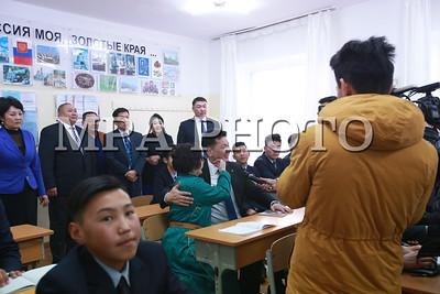 2018 оны хоёрдугаар сарын 02.     Их жанжин Д.Сүхбаатарын мэндэлсний 125 жилийн ойд зориулан арга хэмжээ өнөөдөр болж байна. Хамгийн эхэнд Ерөнхий сайд У.Хүрэлсүх Ерөнхий боловсролын II сургуульд зочилж байна.  ГЭРЭЛ ЗУРГИЙГ Б.БЯМБА-ОЧИР/MPA