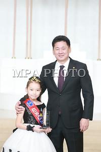 2017 оны арванхоёрдугаар сарын 27. Оны шилдэг хүүхэд шалгаруулах үйл ажиллагааны 10 номинацид шалгарсан шилдэг 38 хүүхдийг Хүүхдийн төлөө үндэсний зөвлөлийн тэргүүн, Монгол Улсын Ерөнхий сайд У.Хүрэлсүх хүлээн авч уулзаж, батламж, гарын бэлэг гардууллаа.  ГЭРЭЛ ЗУРГИЙГ Б.БЯМБА-ОЧИР/MPA
