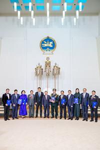 """2021 оны хоёрдугаар сарын 8. Монгол Улсын Үндсэн хуулийн Гучин гуравдугаар зүйлийн 1 дэх хэсгийн 7 дахь заалт, Монгол Улсын Ерөнхийлөгчийн тухай хуулийн 15 дугаар зүйлийн 1 дэх хэсэг, Монгол Улсын Ерөнхийлөгчийн 2006 оны 302 дугаар зарлигаар батлагдсан Монгол Улсын Төрийн шагналын дүрмийг тус тус үндэслэн Монгол Улсын Ерөнхийлөгч Халтмаагийн Баттулга зарлиг гаргаж, эрүүл мэндийн салбарын дөрвөн бүтээлд Төрийн шагнал хүртээлээ.  МОНГОЛ УЛСЫН ЕРӨНХИЙЛӨГЧИЙН ЗАРЛИГААР: """"Элэг шилжүүлэн суулгах эмчилгээг Монгол Улсад нутагшуулсан нь"""" сэдэвт хамтын гарамгай бүтээл туурвин, 2011 оноос хойш анагаахын шинжлэх ухааны орчин үеийн дэвшилтэт нарийн технологи болох эд, эрхтэн шилжүүлэн суулгах эмчилгээг эх орондоо өндөр түвшинд нутагшуулан 115 хүнд элэг шилжүүлэн суулгах эмчилгээг амжилттай хийж, Монголын анагаах ухааны хөгжил, ард иргэдийн эрүүл мэнд, амь насыг авран хамгаалах үйлсэд жинтэй хувь нэмэр оруулж буй Анагаахын шинжлэх ухааны Үндэсний их сургууль, Улсын нэгдүгээр төв эмнэлгийн эрдэмтэн багш, эмч нарын хамтарсан Улсын Нэгдүгээр төв эмнэлгийн Элэг шилжүүлэн суулгах Үндэсний багийн гишүүд:  Багийн ахлагч:  Анагаахын шинжлэх ухааны үндэсний их сургуулийн Мэс заслын тэнхимийн эрхлэгч, Улсын Нэгдүгээр төв эмнэлгийн мэс заслын зөвлөх эмч, Монгол Улсын Хүний гавьяат эмч, Анагаахын шинжлэх ухааны доктор, профессор Оргойн Сэргэлэн; Багийн гишүүд:  Эрүүл мэндийн хөгжлийн үндэсний төвийн Эс эд, эрхтэн шилжүүлэн суулгахыг зохицуулах албаны дарга, Монгол Улсын Хүний гавьяат эмч, Тэргүүлэх зэрэгтэй эмч, Анагаах ухааны магистр Пандааны Батчулуун; Анагаахын шинжлэх ухааны үндэсний их сургуулийн Хоол боловсруулах эрхтэн судлалын тэнхимийн эрхлэгч, Анагаах ухааны доктор, профессор Дүгэрийн Даваадорж; Улсын Нэгдүгээр төв эмнэлгийн Эрчимт эмчилгээ, мэдээгүйжүүлэг, Яаралтай тусламжийн төвийн дарга, Тэргүүлэх зэрэгтэй эмч Донхимын Чулуунбаатар; Анагаахын шинжлэх ухааны үндэсний их сургуулийн Мэдээгүйжүүлэг, яаралтай тусламжийн тэнхимийн эрхлэгч, Зөвлөх эмч, Анагаах ухааны доктор, профессор """