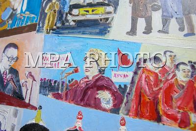 """2019 оны арванхоёрдугаар сарын 04. Ардчилсан хувьсгалын 30 жилийн ойд зориулсан зураач Л.Хадбаатарын """"Түүчээ цаг"""" үзэсгэлэнгийн нээлт боллоо. ГЭРЭЛ ЗУРГИЙГ Э.ОНОНГОО /MPA"""