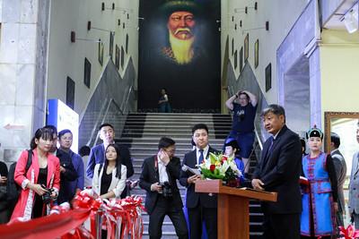 """2019 оны зургаадугаар  сарын 27. БНХАУ-ын Өвөр Монголын Хятаны шилдэг үзмэр"""" үзэсгэлэнг нээлээ.  ГЭРЭЛ ЗУРГИЙГ Г.БАЗАРРАГЧАА /MPA"""