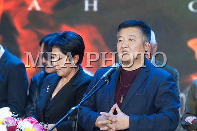 """2019 оны Арваннэгдүгээр сарын 14. МУ-ын Засгийн газрын дэмжлэгтэйгээр Халх голын байлдааны 80 жилийн ойд зориулан Монгол Кино нэгтгэлийн бүтээсэн """"Бууны сумыг буцааж болдоггүй"""" түүхэн уран сайхны кино нээлтээ хийлээ. Нээлтийн арга хэмжээнд Ерөнхий сайд У.Хүрэлсүх оролцолоо. ГЭРЭЛ ЗУРГИЙГ Б.ГЭРЭЛЧУЛУУН /MPA"""