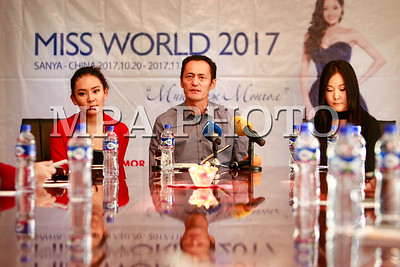 """2017  оны аравдугаар сарын 26. Миний нэр Монгол"""" Дэлхийн миссийн тэмцээнд оролцож буй Ц.Энхжин хэвлэлийн хурал хийлээ.  ГЭРЭЛ ЗУРГИЙГ Г.ӨНӨБОЛД /МРА"""
